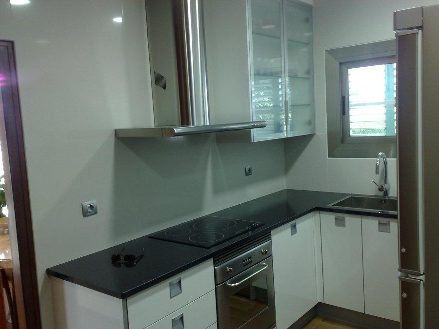 Foto cocina de 12 metros cuadrados de shacolagarriga for Cocinas lineales de cuatro metros