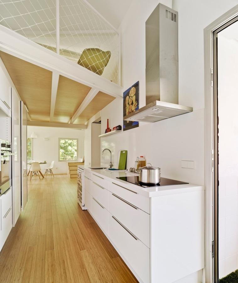 Un apartamento luminoso y rompedor cualquier cambio es - Altura campana cocina ...