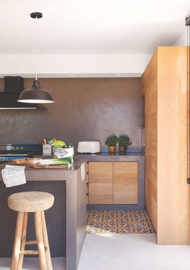 Cocina de microcemento y madera