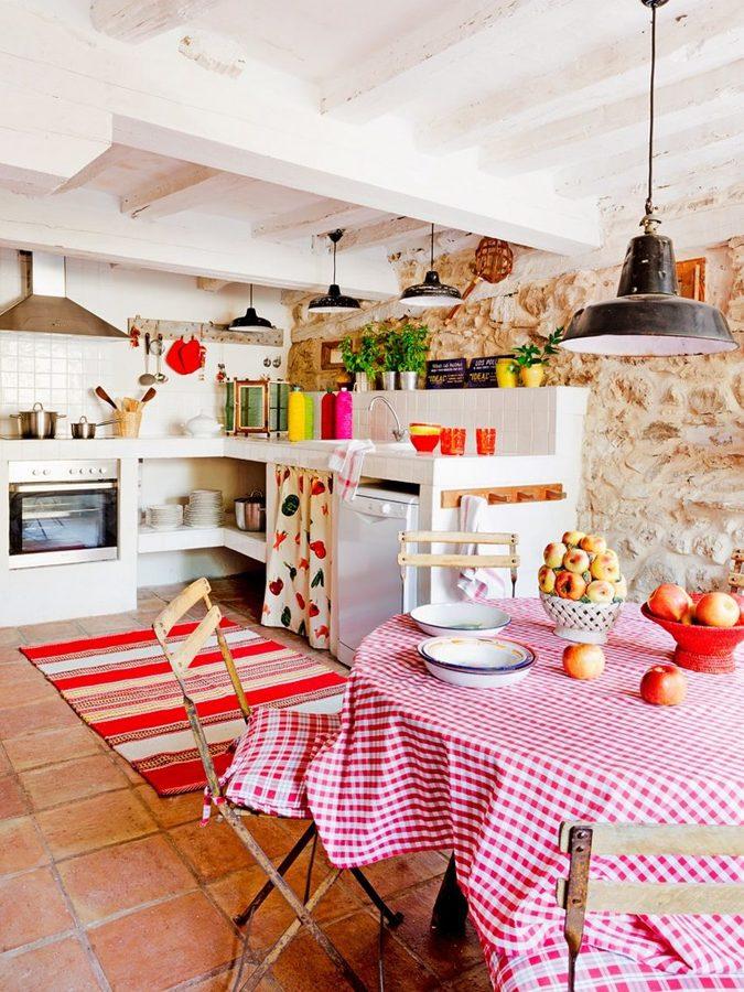 Cocina de obra con hornacinas abiertas