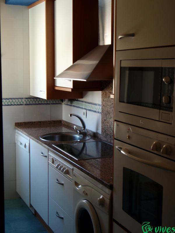 Cocina de piso diseñado para alquiler de promoción en Zaragoza