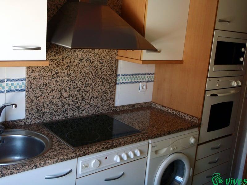 Foto cocina del apartamento con frente de granito de - Marmoles en valladolid ...