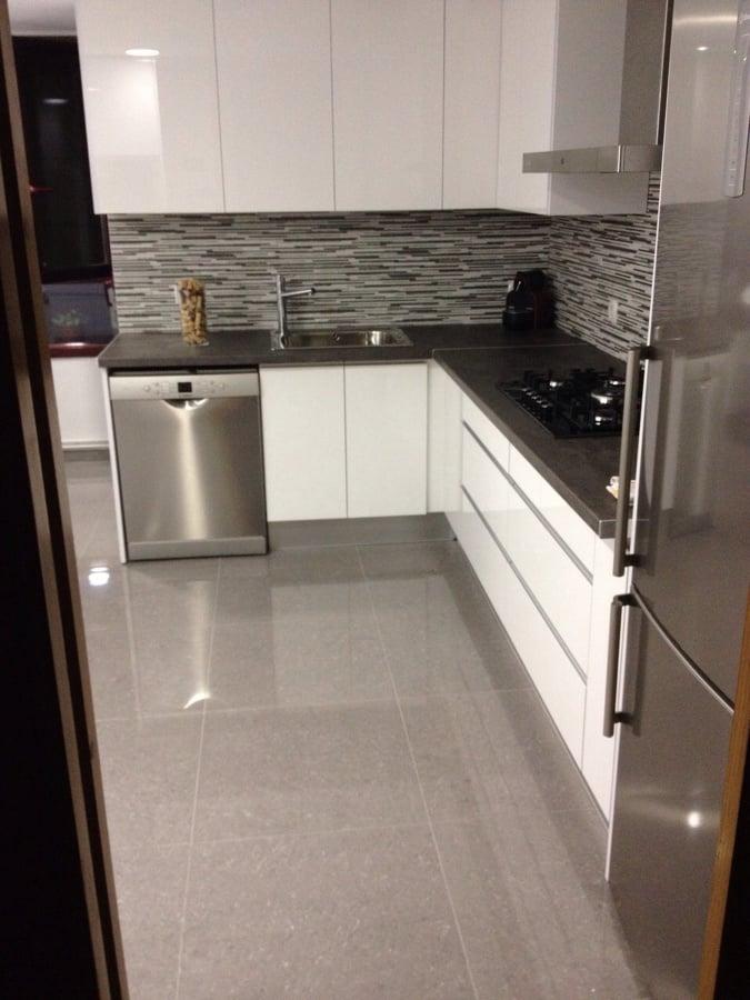 Cocina en formica blanco brillo ideas muebles - Cocinas blanco brillo ...