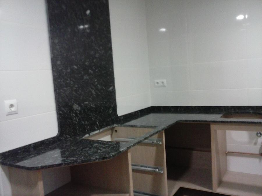 Precio granito encimera cocina interesting encimeras for Encimeras de marmol y granito precios