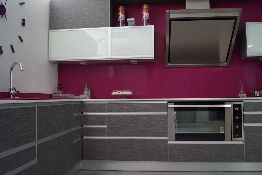 Cocina en gris y rosa