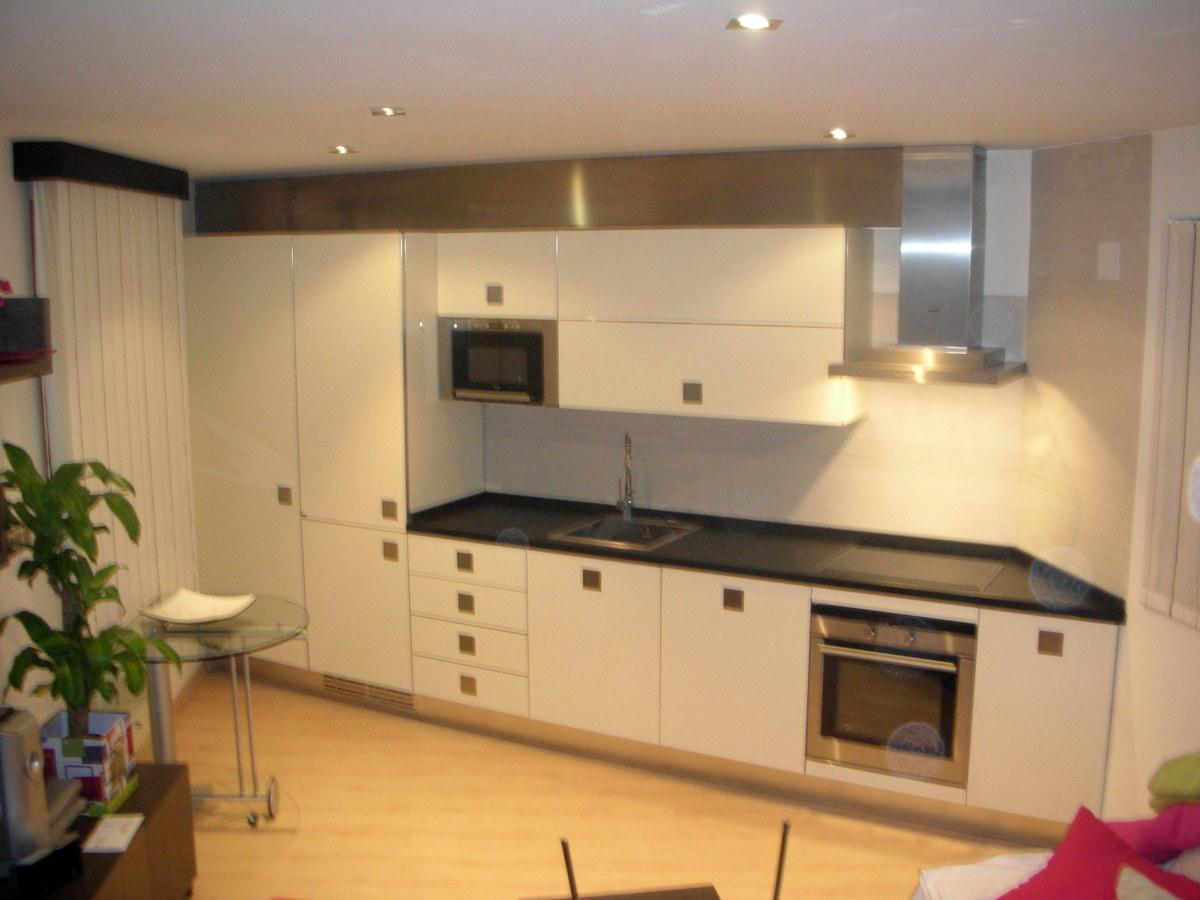 Foto cocina en loft de mobles bustos roure mobiliari for Muebles bustos