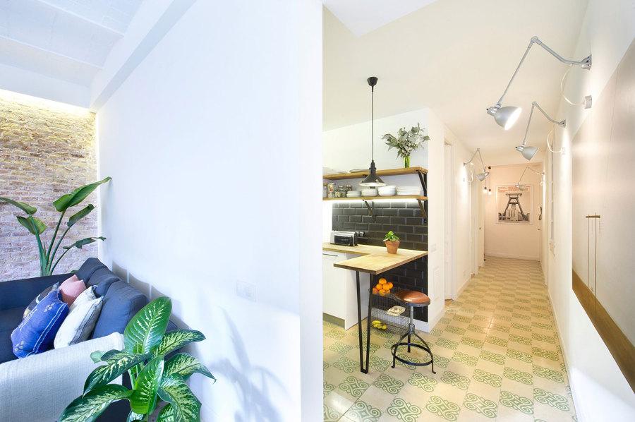 cocina en pasillo y luminarias