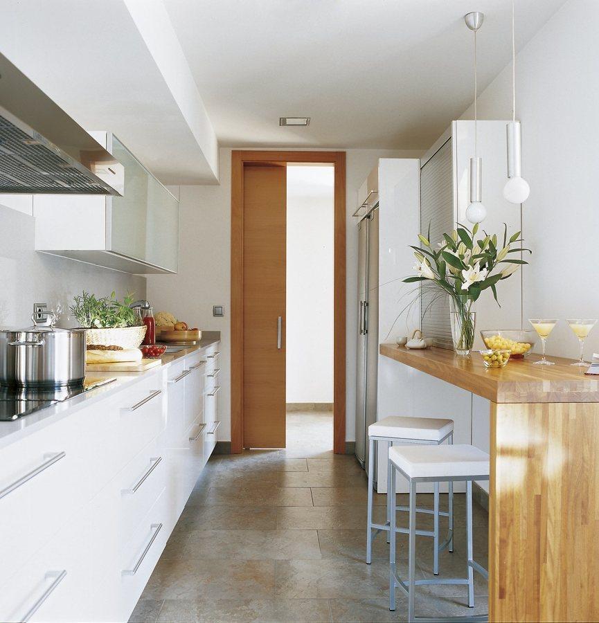 C mo sobrevivir a una cocina estrecha ideas reformas cocinas for Modulos para cocina