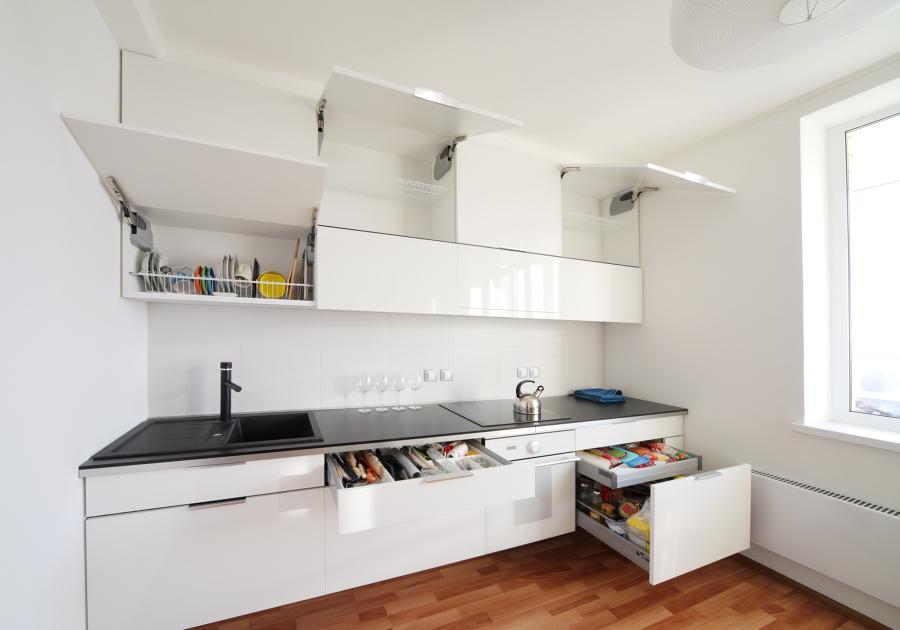 Cocina funcional con muebles laminados en brillo