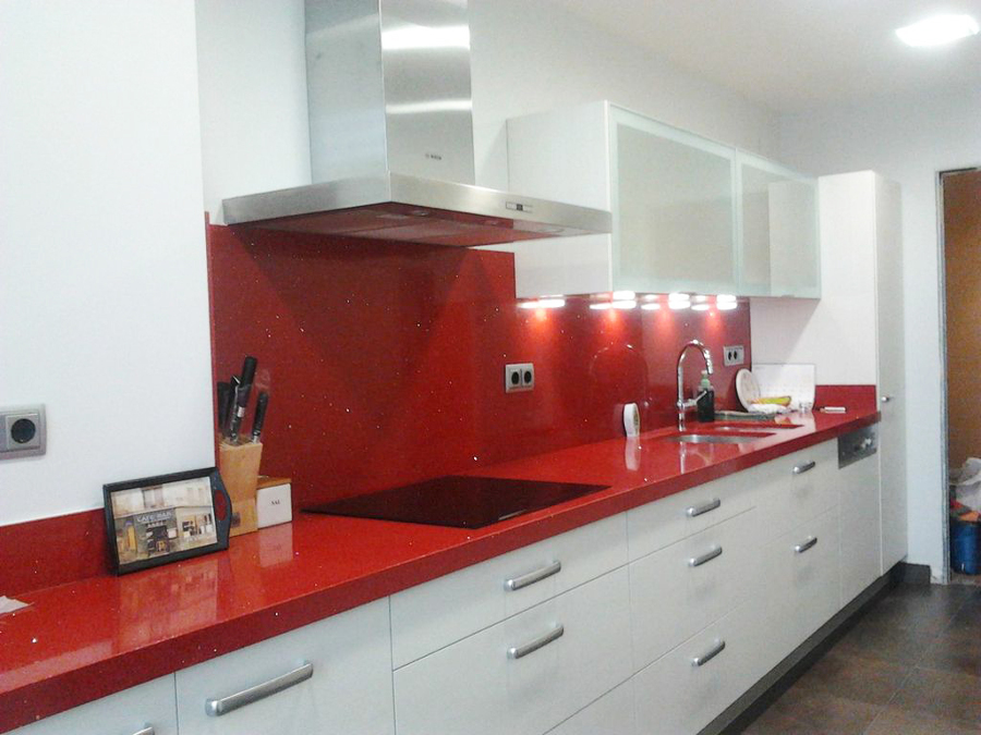 Foto cocina m rmol rojo de moliner reformas 769658 for Marmol cocina colores