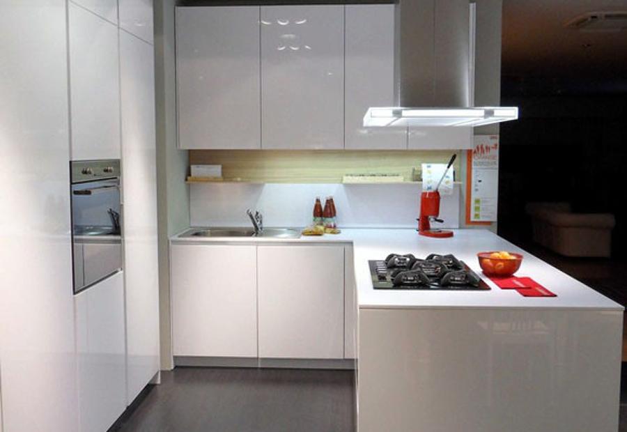 Cocina minimalista con mobiliario de apertura Push