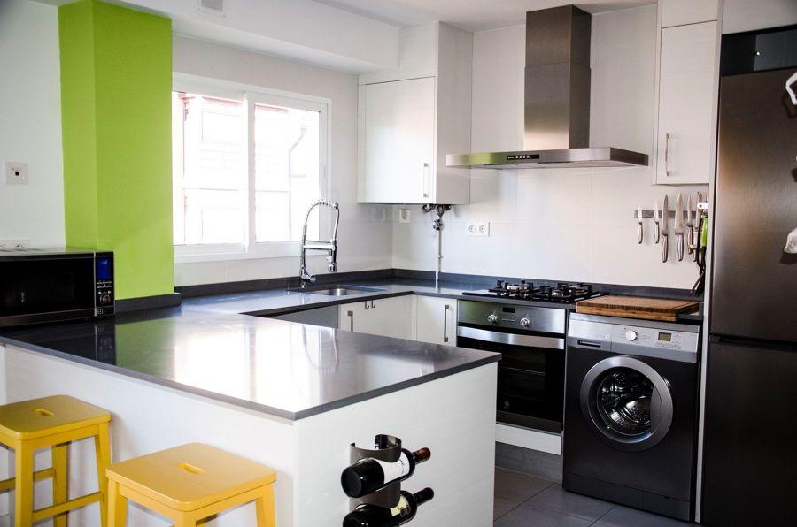 Cocina moderna con lavadora