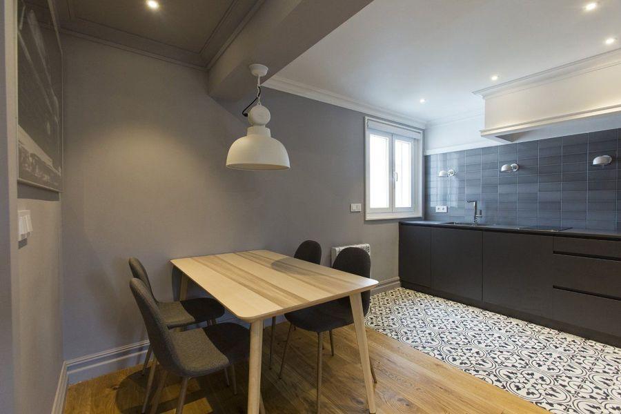 cocina moderna con mobiliario negro