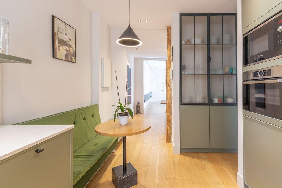 Cocina moderna open concept con office integrado