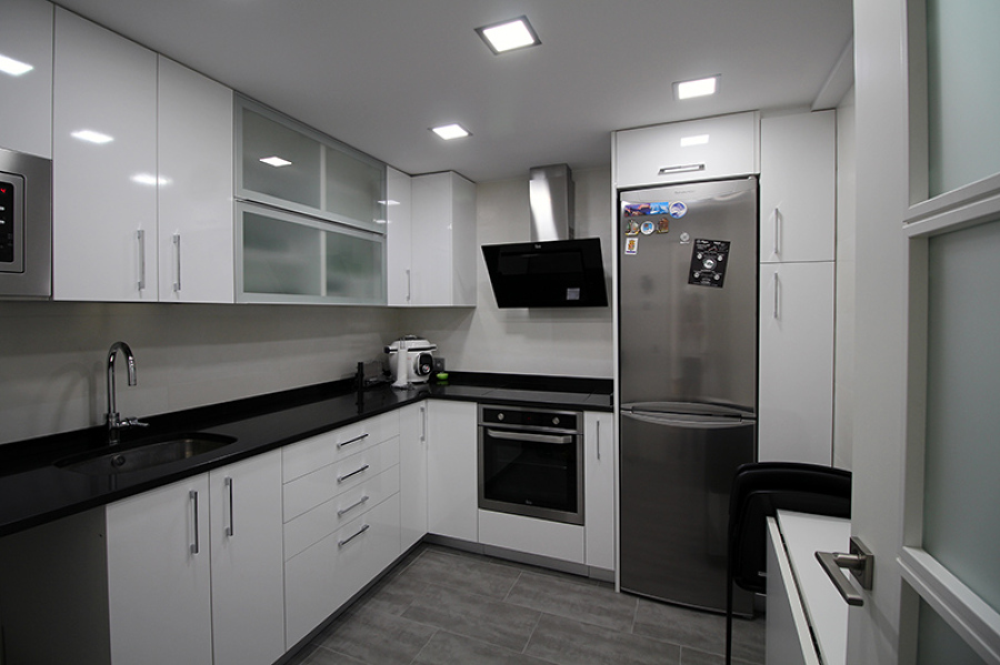 foto cocina moderna y funcional de vyo y andr s slu On cocina moderna y funcional