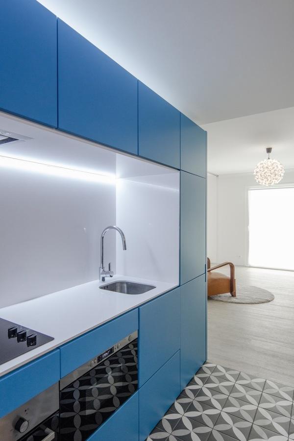 Cocina panelada azul