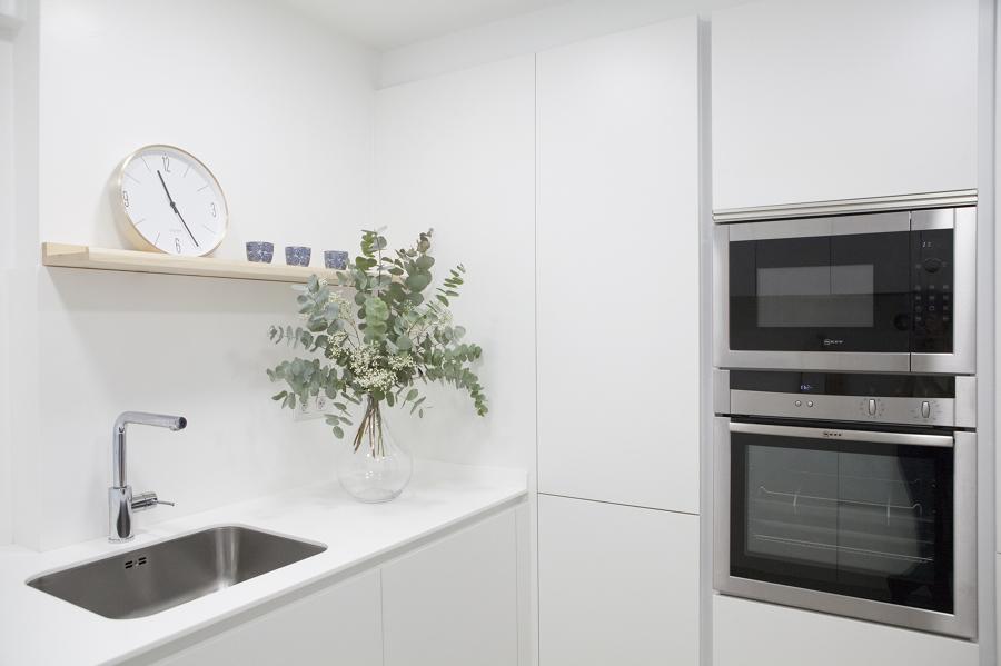 Una cocina peque a y pr ctica ideas reformas cocinas - Reformas cocinas pequenas ...