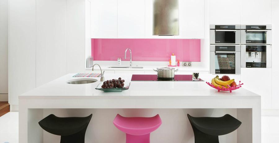 Cocinas a todo color ideas decoradores - Cocina rosa ...