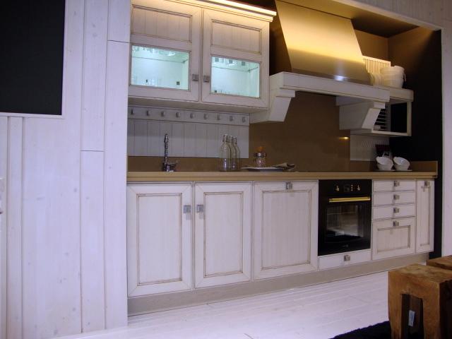 Foto cocina settechento de rooms de cocinobra 269058 for Cocinas baratas granada