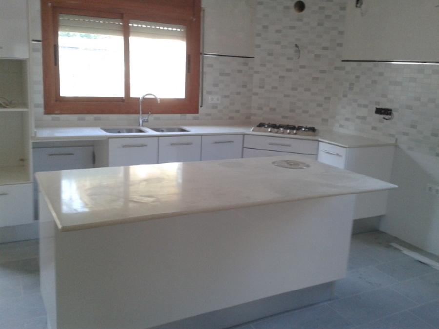 Foto cocina silestone blanco estelar de m rmoles - Marmoles en valladolid ...