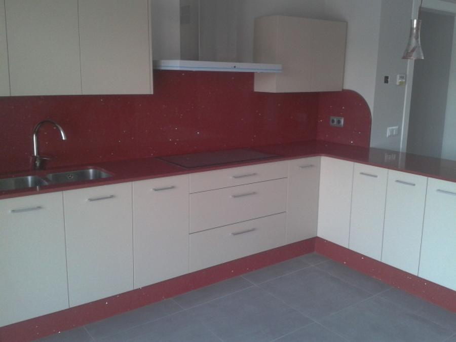 Foto cocina silestone rojo estelar de m rmoles fern ndez - Cocinas en pontevedra ...