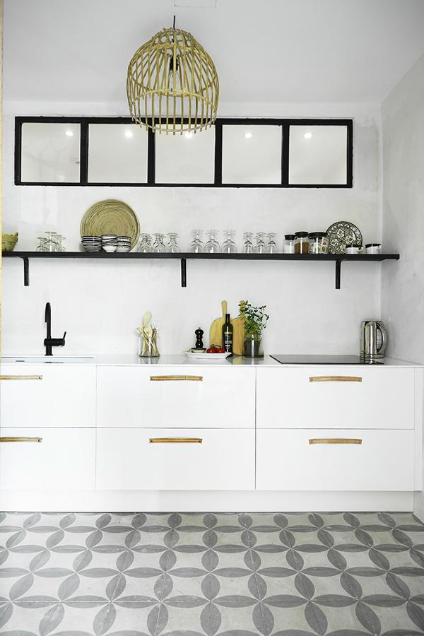 Un apartamento fresco y veraniego en palma ideas muebles - Baldosas suelo cocina ...
