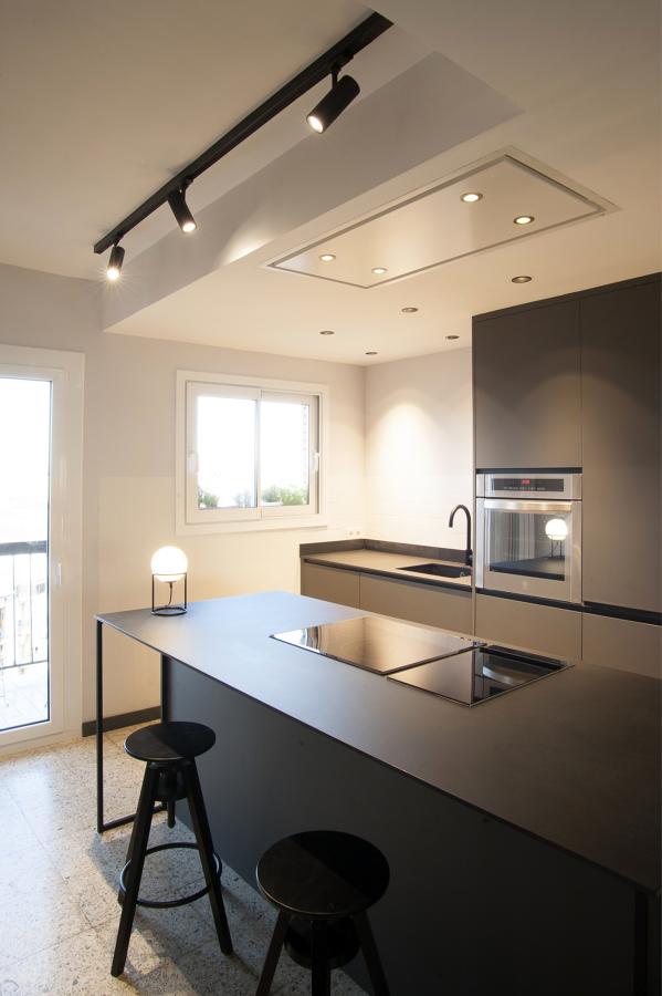 Cocina totalmente abierta al resto del piso