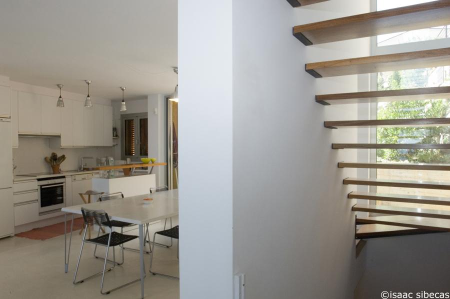 Cocina y escalera