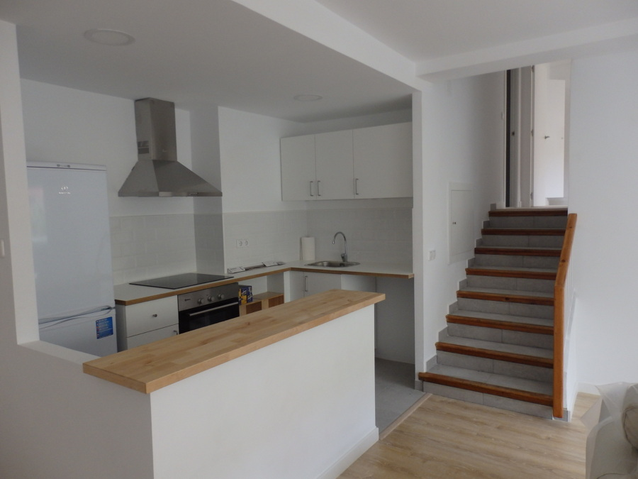 Escalera cocina armarios de cocina bajo la escalera with for Taburete escalera cocina