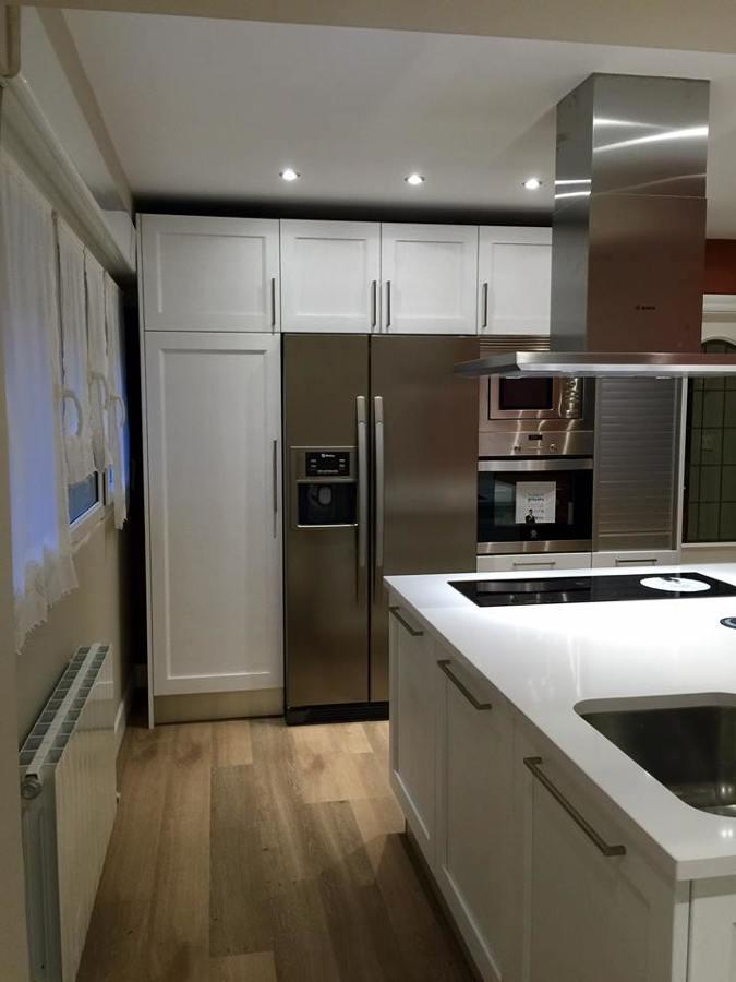 Proyecto y reforma integral de vivienda en getxo ideas - Cocinas con frigorifico americano ...