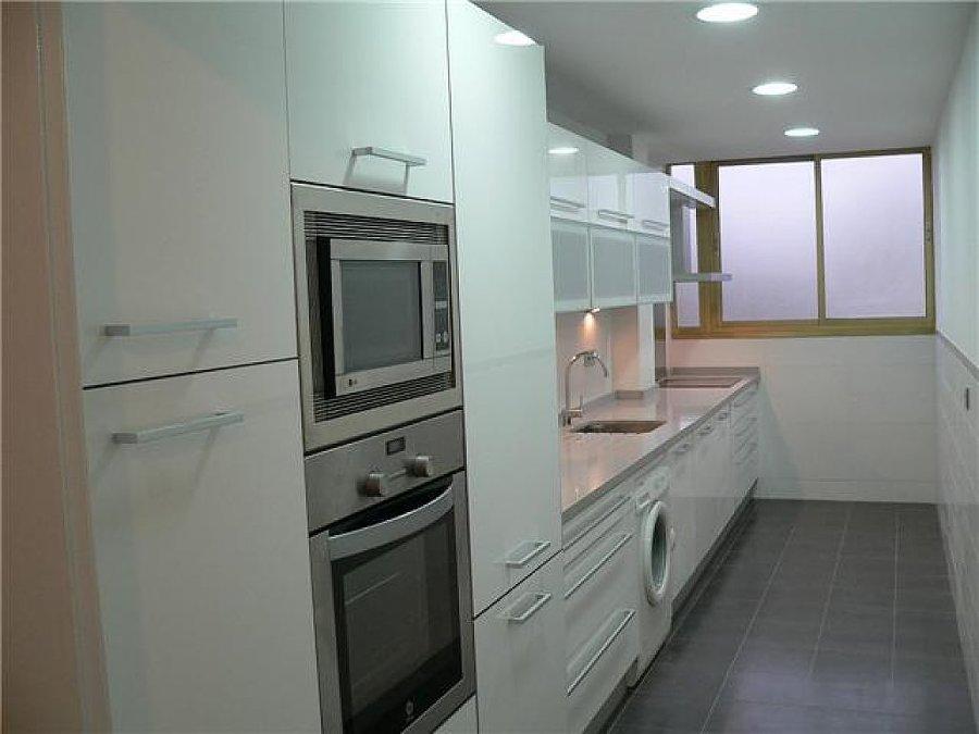 Consejos para decorar cocinas estrechas ideas armarios - Cocinas largas y estrechas ...