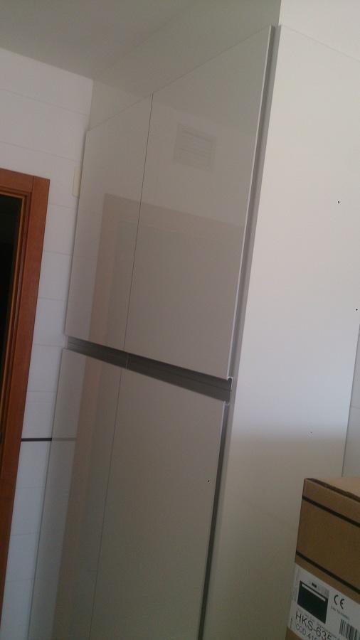 Cocina montada blanco brillo ideas muebles for Ver cocinas montadas