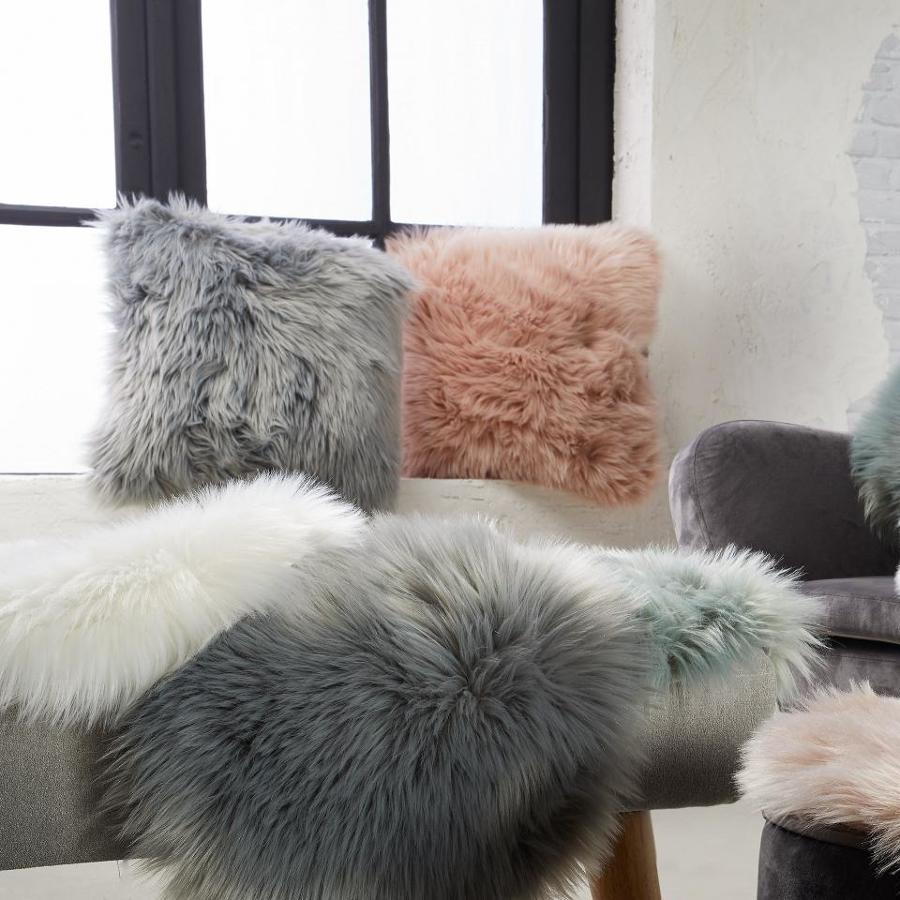 Cojines de estilo nórdico en varios colores