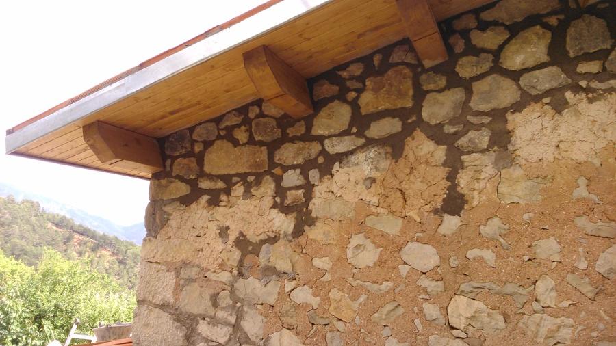 col·locació de pedra en una masia