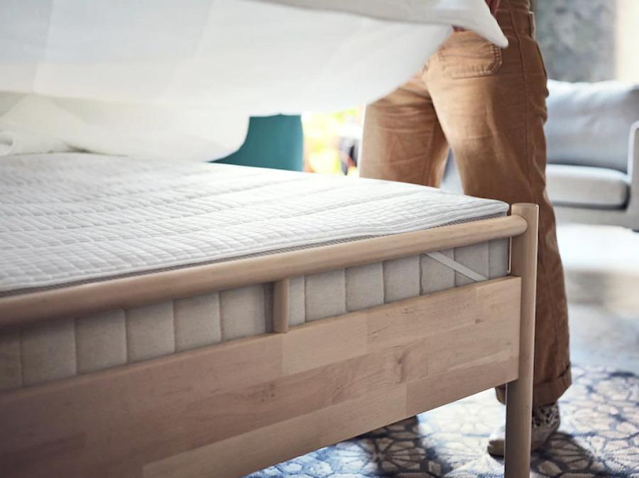 Colchón con protector o topper de IKEA