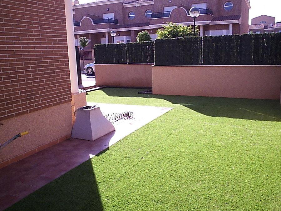 Instalaci n de c sped artificial ideas jardineros - Colocacion cesped artificial ...