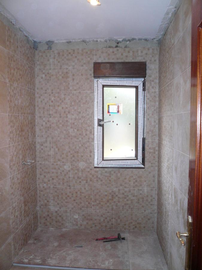 Colocación de azulejo en la zona de la ducha