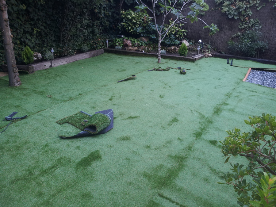 Instalacion de cesped artificial ideas jardineros - Colocacion cesped artificial ...