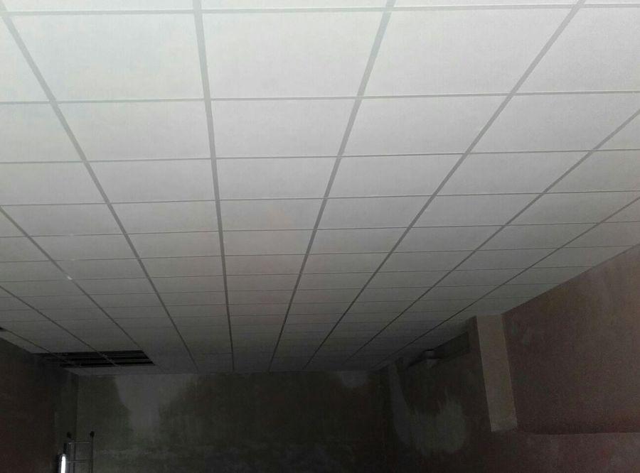 Foto colocaci n de falso techo registrable de go building - Falso techo registrable ...