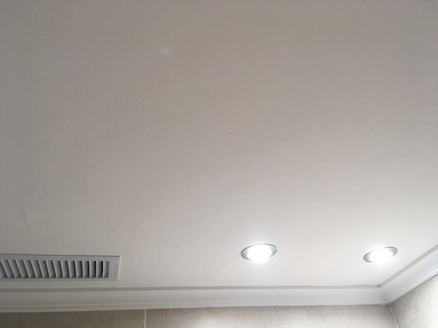 Colocacion de focos led en baño, techo reparado y pintado