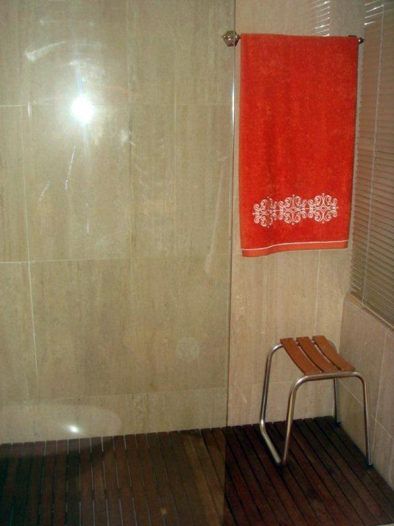 Colocación de mármol en baño principal