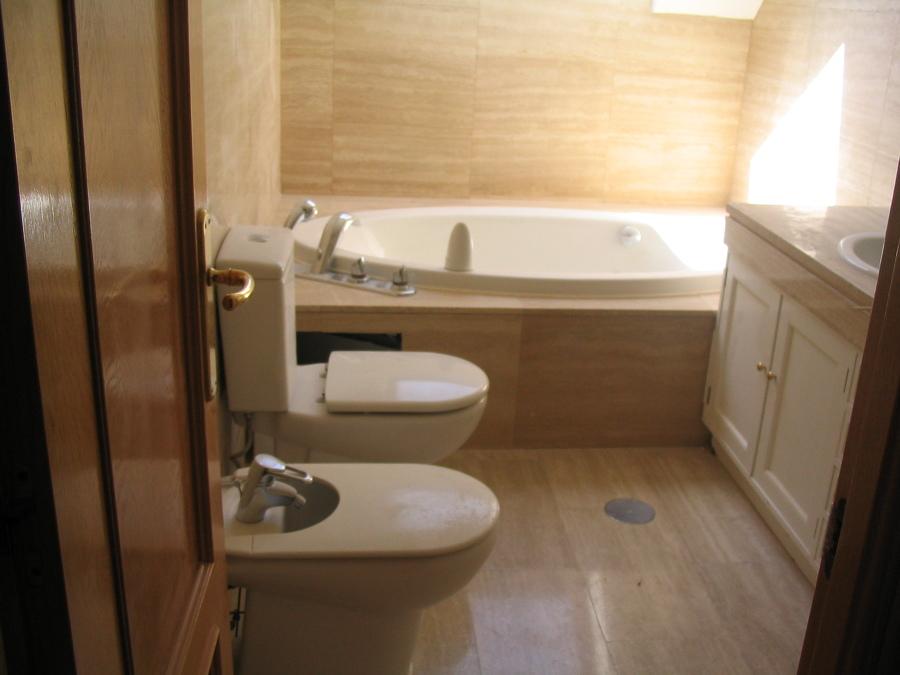 Colocacion de marmol y bañera de hidromasajes
