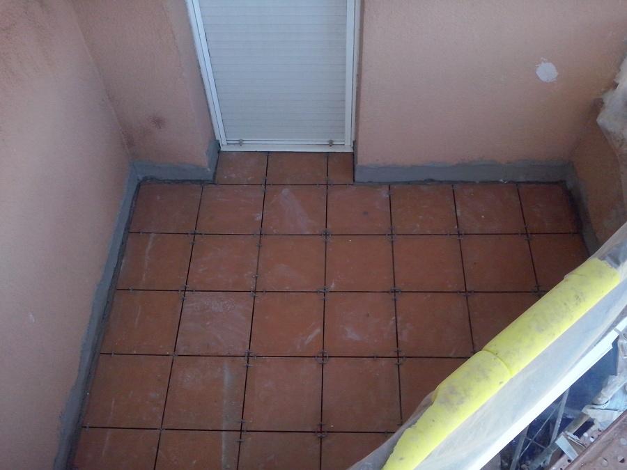 Colocación de pavimento en balcones