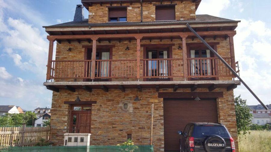 Foto colocaci n de piedra natural en fachada casa - Colocacion de piedra natural ...