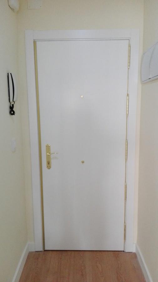 Colocación de puerta blindada
