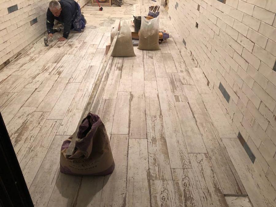 Colocación de suelo porcelánico