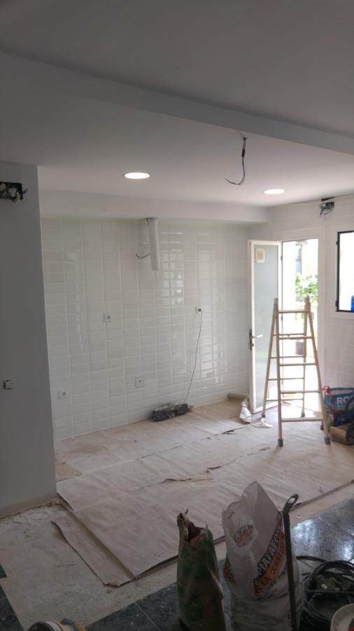 colocacion de techo falso a distinto nivel y iluminacion led en cocina