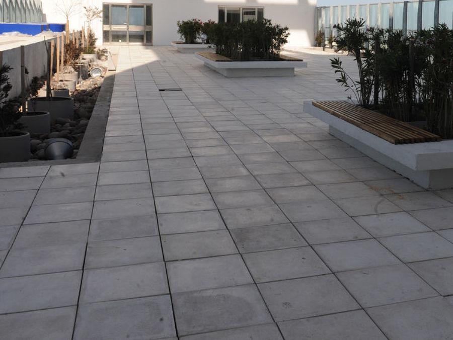 Colocación de terrazo y bordillos paseo