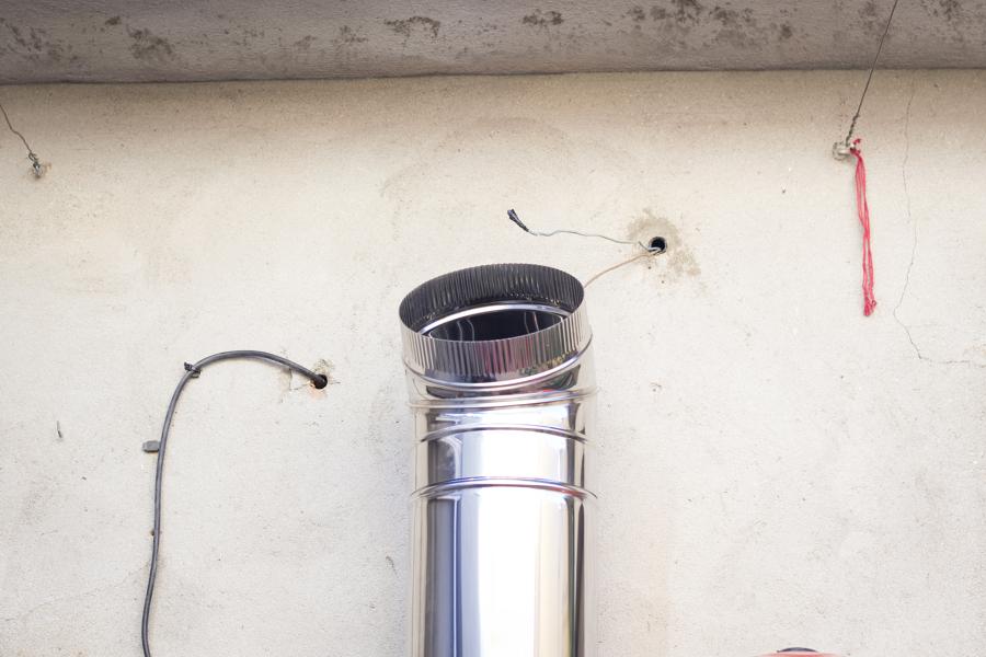 Colocación de tubo de salida de gases