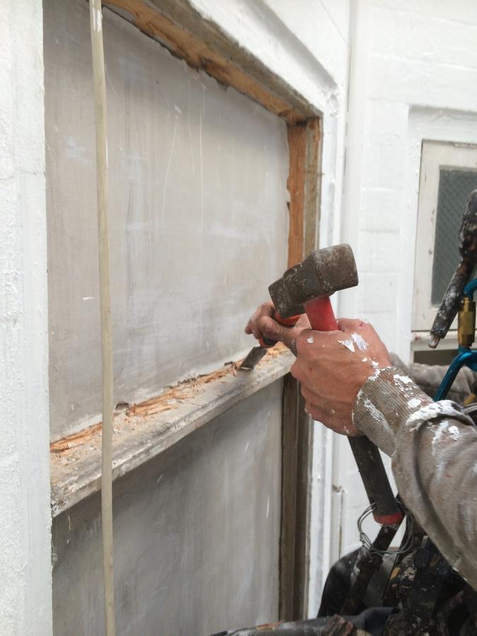 Patio de luces ideas trabajos verticales for Colocacion de ventanas de aluminio